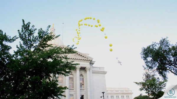 Balloon Rosary floats past the WI State Capitol. Photo by Tom Reitz, TomReitz.com