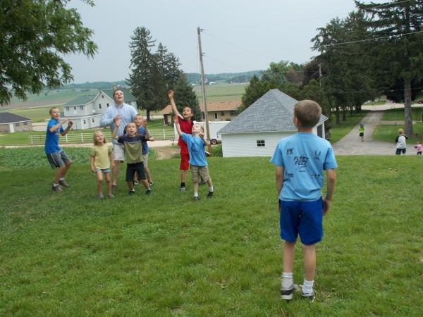 Football toss kids Grant